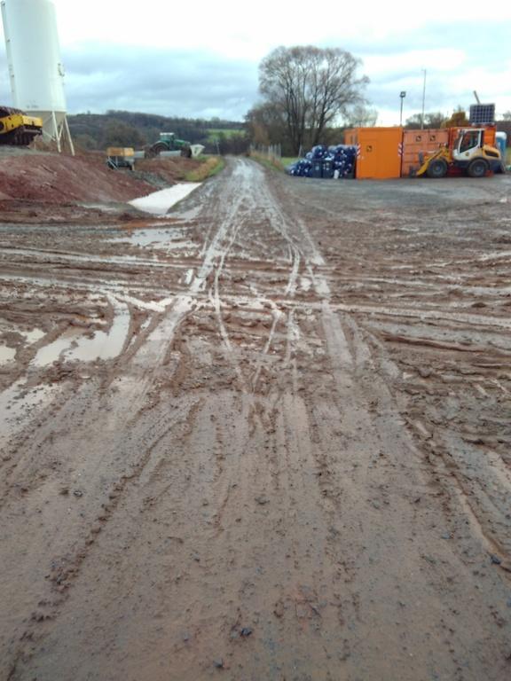 Verschmutzter Radweg